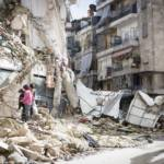 Kinder in Syrien suchen in den Ruinen nach Feuerholz. Kinder in Syrien suchen in den Ruinen nach Feuerholz. | Bild (Ausschnitt): © Hunterbracewell - Dreamstime.com