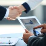 Business associates shaking hands in office Business associates shaking hands in office | Bild (Ausschnitt): © Tsyhun - Dreamstime.com