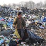 Ein Kind auf einer Müllhalde im Kosovo Ein Kind auf einer Müllhalde im Kosovo | Bild (Ausschnitt): © Thomas S. Harrington - Creative Commons