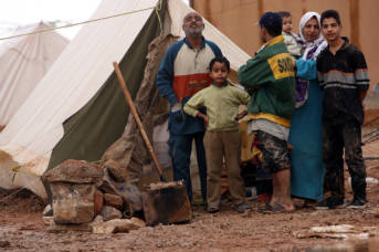 Palestinian_Iraqi_IDP_family_near_Jordanian_border