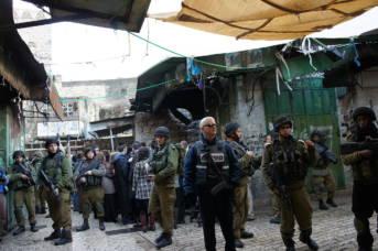 Israelische Soldaten in Siedlungsgebiet