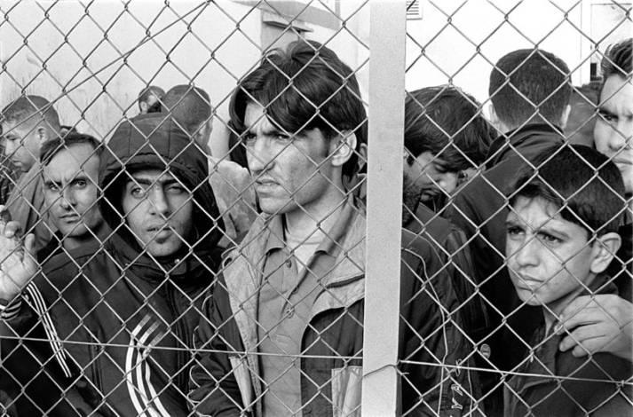 Flüchtlinge in einem Inhaftierungszentrum Flüchtlinge in einem Inhaftierungszentrum    Bild: © Ggia - wikimedia commons
