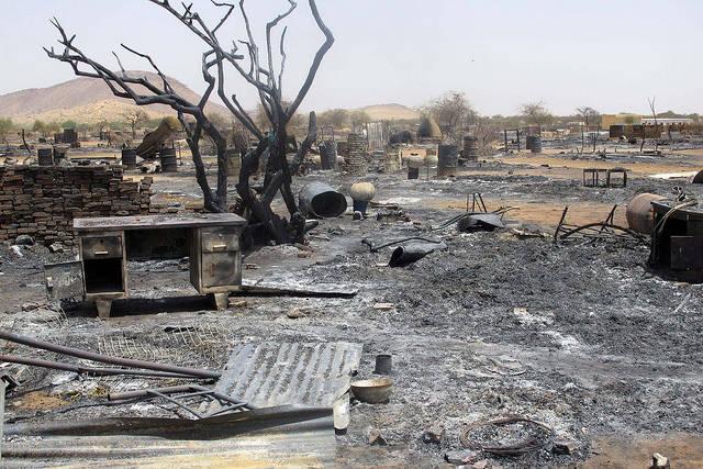 Das Flüchtlingscamp Khor Abeche in Süd Dafur nach Angriffen der RSF Kämpfer. Die Milizionäre raubten Lebensmittel, verübten sexuelle Gewalt an Frauen und Kindern und setzen die Zelte der Vertriebenen in Brand. |  Bild: © ENOUGH Project [CC BY-NC-ND 2.0]  - flickr