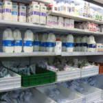 Große Auswahl an Milchprodukten in der Kühltheke eines kenianischen Supermarktes. Große Auswahl an Milchprodukten in der Kühltheke eines kenianischen Supermarktes. | Bild (Ausschnitt): © Amy the Nurse [CC BY-NC-ND 2.0] - Flickr