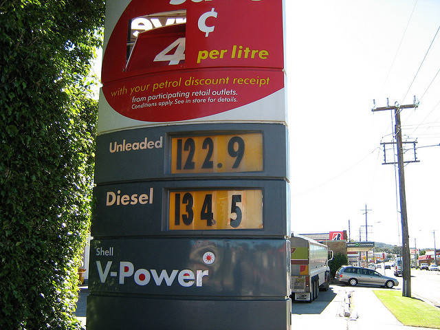 Niedrige Benzinpreise |  Bild: © Michael Welsh  [CC BY-NC 2.0]  - Flickr