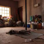 Nigeria Hunger Schlafendes Kind in Yola, einer Stadt in Nigeria. Dort leben 250 vertriebene Familien. Das Leben der Kinder ist von Vertreibung geprägt. | Bild (Ausschnitt): © European Commission DG ECHO [CC BY-NC-ND 2.0] - flickr