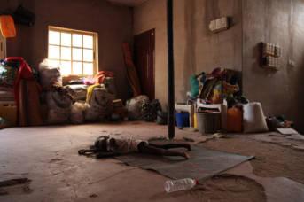 Nigeria Hunger Schlafendes Kind in Yola, einer Stadt in Nigeria. Dort leben 250 vertriebene Familien. Das Leben der Kinder ist von Vertreibung geprägt.  | Bild: © European Commission DG ECHO [CC BY-NC-ND 2.0]  - flickr