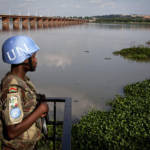 MINUSMA-Soldat bei der Patrouille MINUSMA-Soldat bei der Patrouille in der Nähe von Bamako | Bild (Ausschnitt): © United Nations Photo [CC BY-NC-ND 2.0] - Flickr