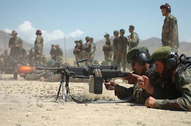 Afghanische Soldaten in der Ausbildung Soldaten der nationalen afghanischen Armee (ANA) bei der Ausbildung - Auch nach 16 Jahren ist der Krieg in Afghanistan noch nicht vorbei. | Bild: © Dan Love [CC BY-NC 2.0]  - Flickr