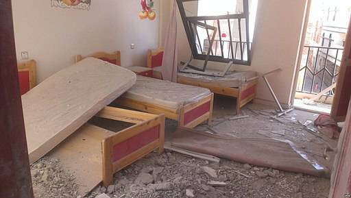 Jemen nach Bombardierung von Saudi-Arabien Durch saudische Bomben werden Zivilisten getötet, auch viele Kinder sind unter den Opfern. |  Bild: © VOA/Almigdad Mojalli [Puplic Domain]  - Wikimedia Commons