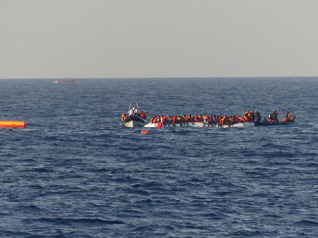 Flüchtlinge vor libyscher Küste