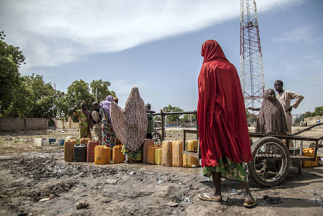 Flüchtlingslager Banki IDP, Nigeria Das Banki IDP Camp im Nordosten Nigerias beherbergt zahlreiche Menschen, die der Gewalt Boko Harams entfliehen wollen. | Bild: © Utenriksdepartementet UD [CC BY-NC-ND 2.0]  - flickr.com