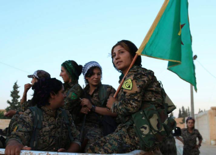 Kurdische YPG erobert Rakka Die Terrormiliz hatte Rakka 2014 erobert und von dort aus Anschläge im Ausland geplant und im Anschluss an große Erfolge häufig euphorische Paraden abgehalten.  |  Bild: ©  Kurdishstruggle [CC BY 2.0]  - Flickr
