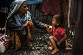 Rohingya in Bangladesch Soldaten aus Myanmar sollen Frauen und Mädchen missbraucht, Dörfer umstellt, Gebäude in Brand gesetzt und auf fliehende Menschen geschossen haben. | Bild: ©  CAFOD Photo Library [CC BY-NC-ND 2.0]  - Flickr