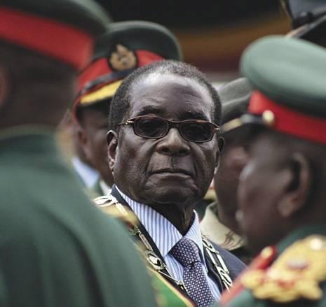 Mugabe Der 93-Jährige Robert Mugabe herrschte fast vier Jahrzehnte in Simbabwe. Nun legte er auf Drängen seiner Parteikollegen sein Amt nieder. | Bild: © a-birdie [CC BY-NC 2.0]  - Flickr