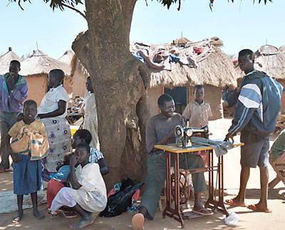 Lebuje Flüchtlingscamp in Uganda Das Lebuje Flüchtlingscamp im Norden Ugandas beherbergt zahlreiche Menschen aus dem Sudan     Bild: © US Government [Public Domain]  - Wikimedia Commons