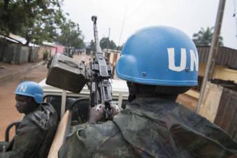 Zentralafrikanische Republik Die UN-Blauhelmsoldaten sollen die Bevölkerung schützen, gefährden aber die sich langsam eskalierende Lage. | Bild: © United Nations Photo [CC BY-NC-ND 2.0]  - Flickr