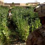 USA in Afghanistan Die USA greifen verstärkt militärisch in Afghanistan ein. Dadurch sterben Zivilisten, die insbesondere in Drogenlaboren arbeiten. | Bild (Ausschnitt): © ResoluteSupportMedia [CC BY 2.0] - Flickr
