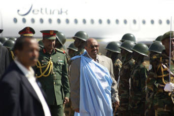 Sudanesischer präsident Der sudanesische Staatspräsident Omar Hassan al-Bashir: Er erscheint zum Gipfel-Treffen, obwohl er derzeit vom internationalen Strafgerichtshof wegen Völkermord per Haftbefehl gesucht wird |  Bild: © Al Jazeera English [CC BY-SA 2.0]  - Flickr