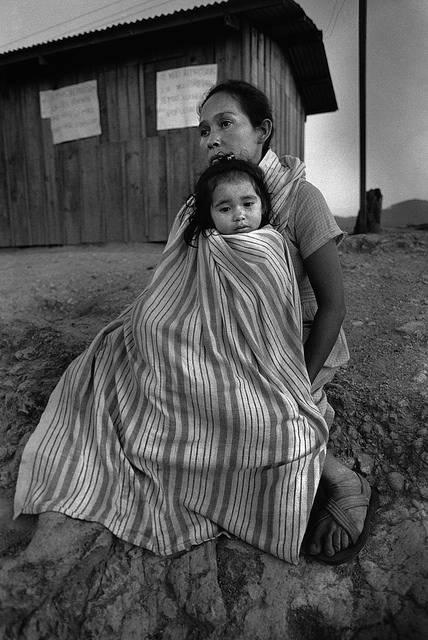 Symbolbild: Slavadorianische Frau flüchtete mit Kind vor drohender Gewalt |  Bild: © Moody College of Communication [CC BY-SA 2.0]  - Flickr