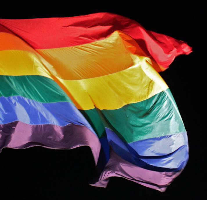 Die Regenbogenfahne steht unter anderem für Toleranz und Akzeptnaz | Bild: © torbakhopper [CC BY-ND 2.0]  - Flickr