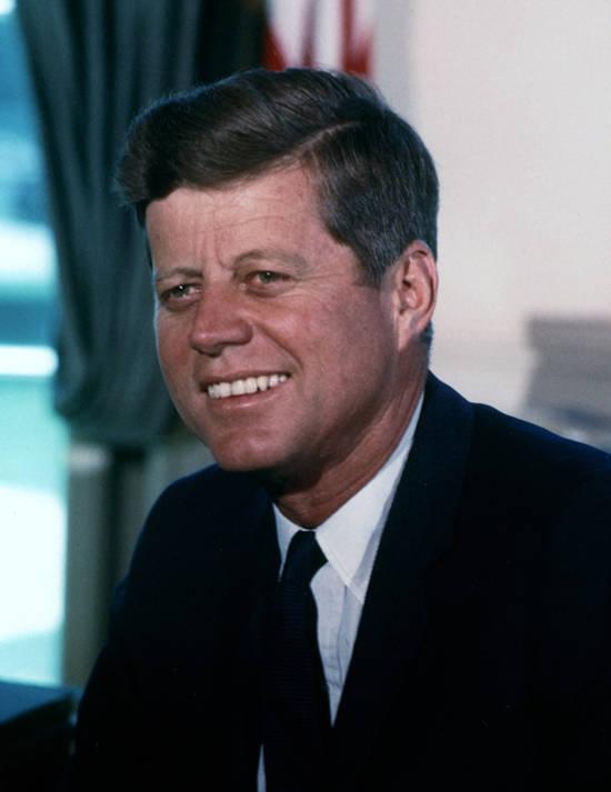 Der im Jahr 1960 gewählte Ex US-Präsident John F. Kennedy erließ im Jahr 1961 ein Wirtschaftsembargo über Kuba |  Bild: ©  Cecil Stoughton, White House [Public Domain]  - Wikimedia Commons