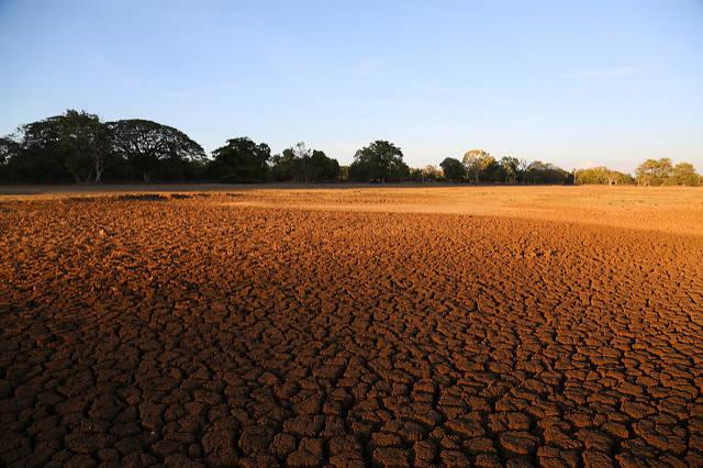 Die durch den Klimawandel ausgetrockneten Flussbetten verschärfen dieTrinkwassernot  |  Bild: © Bioversity International [CC BY-NC_ND 2.0]  - Flickr