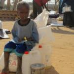 Flüchtlingskind in Dadaab Ein Neuankömmling im Flüchtlingslager in Dadaab, Kenia. Entwicklungsländer tragen die Hauptlast der weltweiten Flüchtlingskrise | Bild (Ausschnitt): © USAID [CC BY-NC 2.0] - flickr
