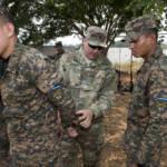 Die Armee aus El Salvador US-Soldaten bei der Schulung der el salvadorianischen Armee. | Bild (Ausschnitt): © U.S. Army South [CC BY-NC-ND 2.0] - flickr
