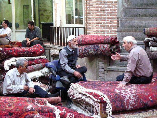 Teppichhändler auf dem Basar in Teheran