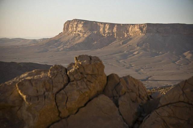 Trockene Landschaft in Syrien Der Nahe Osten hat vermehrt mit extremen Dürreperioden zu kämpfen. Der durch Industriestaaten ausgelöste Klimawandel kann als Mitauslöser identifiziert werden |  Bild: ©  Marc Veraart [CC BY-ND 2.0]  - flickr