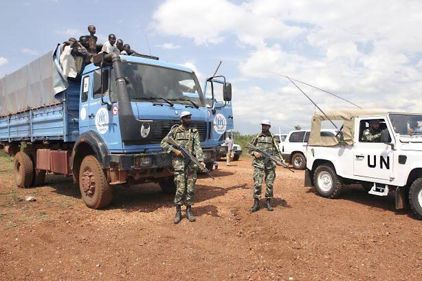 United Nations Operation in Burundi (ONUB) UN-Soldaten in Burundi 2004. Jüngst sprach Burundis Regierung UN-Experten allerdings ein Aufenthaltsverbot aus - weil diese ihr schwere Menschenrechtsverletzungen vorwerfen    Bild: © United Nations Photo [CC BY-NC-ND 2.0]  - flickr