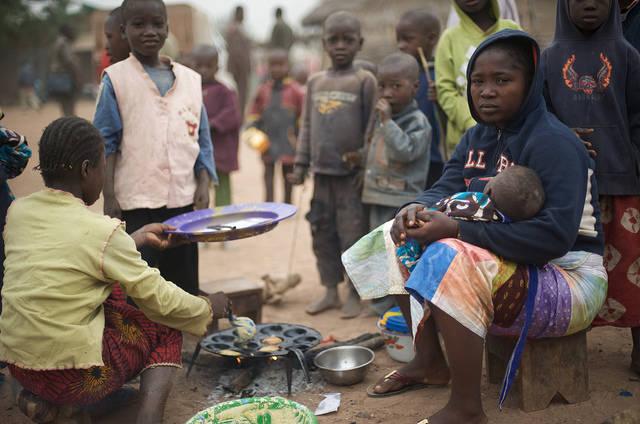 Trotz des Reichtums an Ressourcen leben die Menschen in Guinea in schwerer Armut. |  Bild: © Julien Harneis [CC BY-SA 2.0]  - flickr