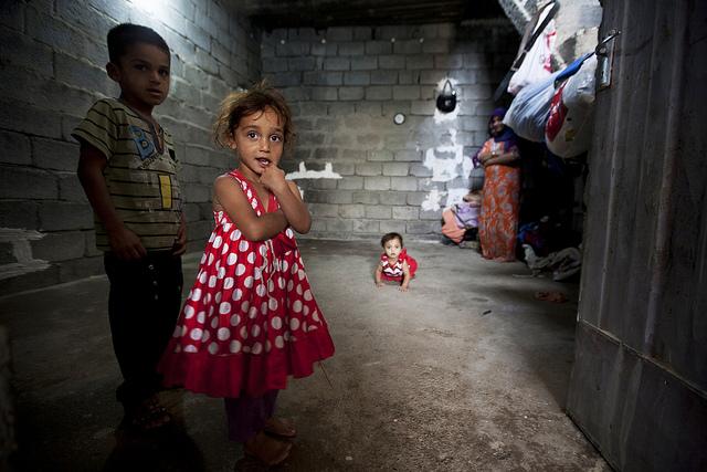 Kinder die geflohen sind vom Süden von Irak.