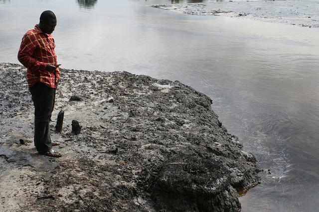 Auslaufendes Erdöl in Nigeria