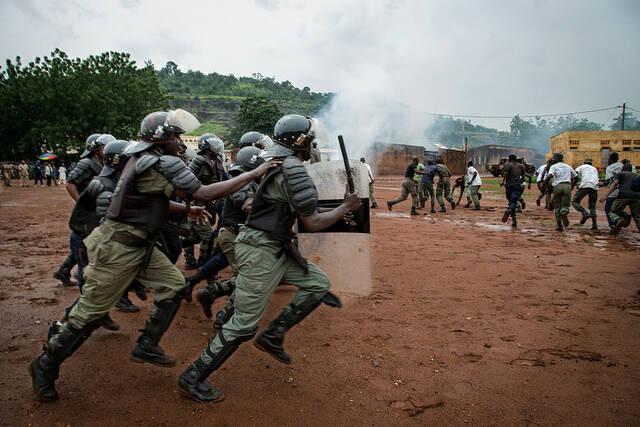 Soldaten der UN-Truppen in Mali Die Soldaten der Vereinten Nationen in Mali richten ein Trainig für die malische Polizei aus |  Bild: © United Nations Photo [CC BY-NC-ND 2.0]  - flickr