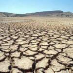 Cracked Earth Senegal Boden Im Senegal wird die Landwirtschaft durch die immer trockener werdenenden Böde schwieriger | Bild (Ausschnitt): © United Nations Photo [CC BY-NC-ND 2.0] - flickr