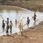Fischerfrauen in Guinea | Bild (Ausschnitt): © Julien Harneis [CC BY-SA 2.0] - flickr