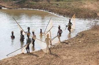 Fischerfrauen in Guinea |  Bild: © Julien Harneis [CC BY-SA 2.0]  - flickr