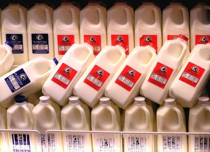 Milchüberproduktion Das europäische Problem der Milchüberproduktion wird nach Afrika verlagert - und hemmt dort  die lokalen Märkte.  |  Bild: © liz west [CC BY 2.0]  - Flickr
