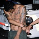 Ein Mitglied der Mara Salvatrucha wird verhaftet Ein Mitglied der Mara Salvatrucha wird verhaftet | Bild (Ausschnitt): © FBI [Puplic Domain] - Wikimedia