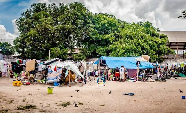 geflohene Warao-Indigene in Brasilien Unterkunft der geflohene Warao-Indigene in brasilianische Ort Boa Vista |  Bild: © Amazônia Real [CC BY 2.0]  - Flickr