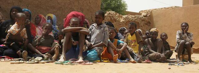 Immer öfter sind die Angreifer die eigenen Nachbarn Menschen in Mali fliehen vor der Gewalt: Immer öfter sind die Angreifer die eigenen Nachbarn    Bild: © EU Civil Protection and Humanitarian Aid Operations [CC BY-SA 2.0]  - Flickr