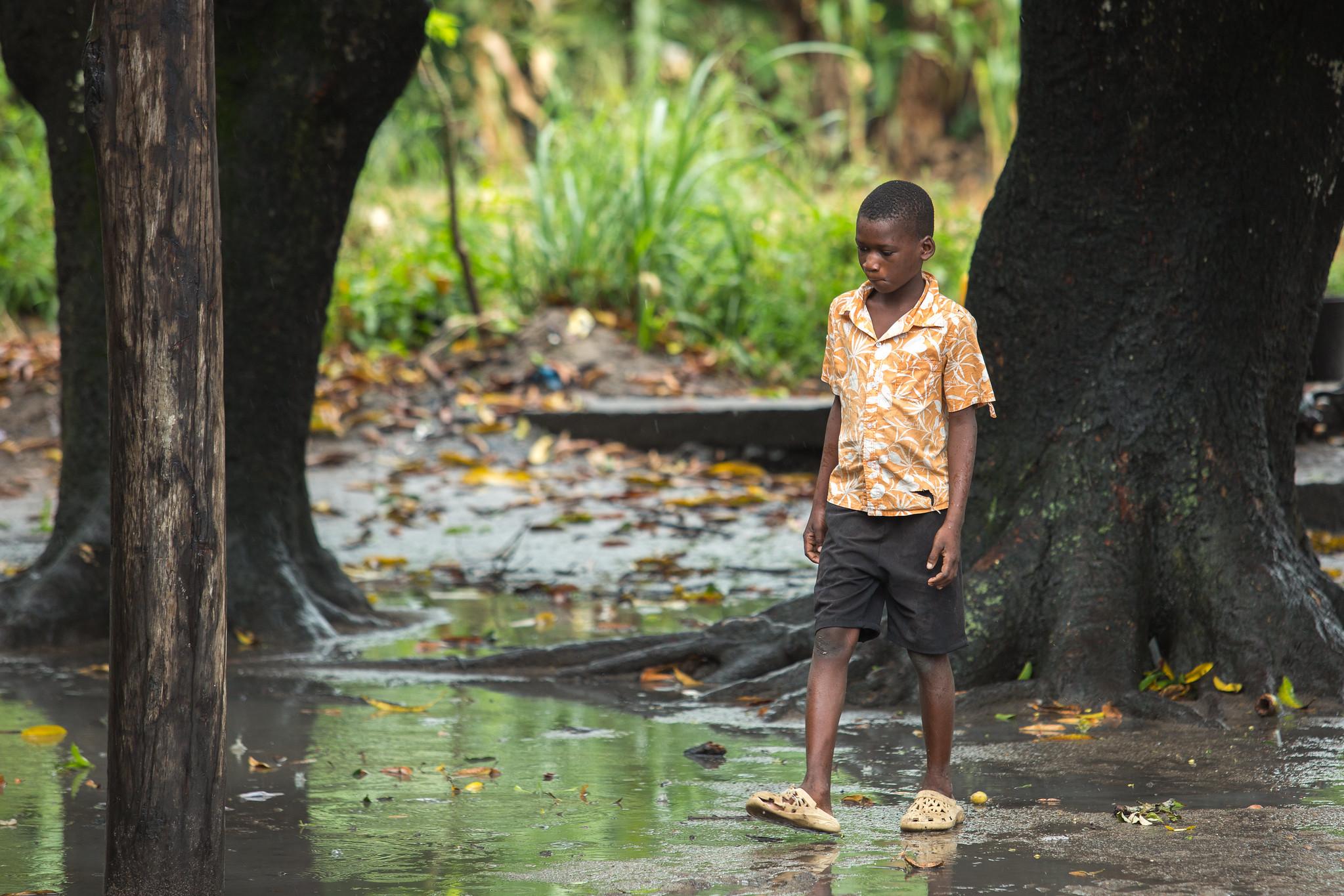 Junge in Mosambik nach dem Zyklon Idai am 14. März 2019