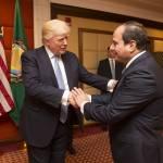 Die USA und andere westliche Staaten unterstützen den autokratisch regierenden ägyptischen Präsidenten Abdelfattah al-Sisi (rechts), Donald Trump (links) bezeichnete ihn sogar als seinen